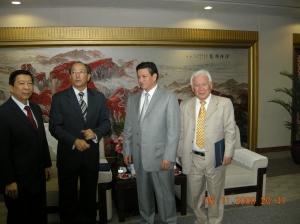 Con los vicepresidentes de la CNPC en sus oficinas centrales de Beijing
