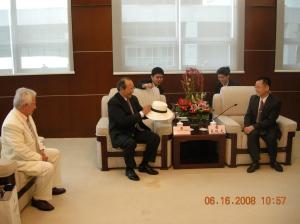 Con el vice alcalde de Shenzhen y el asambleísta Trajano Andrade, en visita oficial para plantear el hermanamiento entre la ciudad China de Shenzhen y la ciudad de Manta