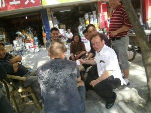 Compartiendo con los amigos chinos sus sueños, alegrías y también las dificultades y penas. Ellos son gente del pueblo